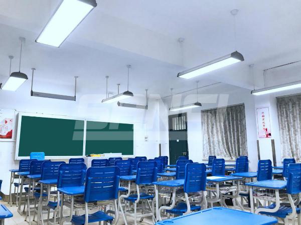 开学啦!在这样的明亮教室里上课,是多么幸福!